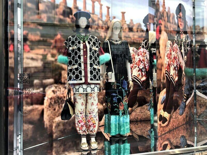Sklepy i butiki w Dzielnicy Brera – Mediolan, Lombardia, Włochy.