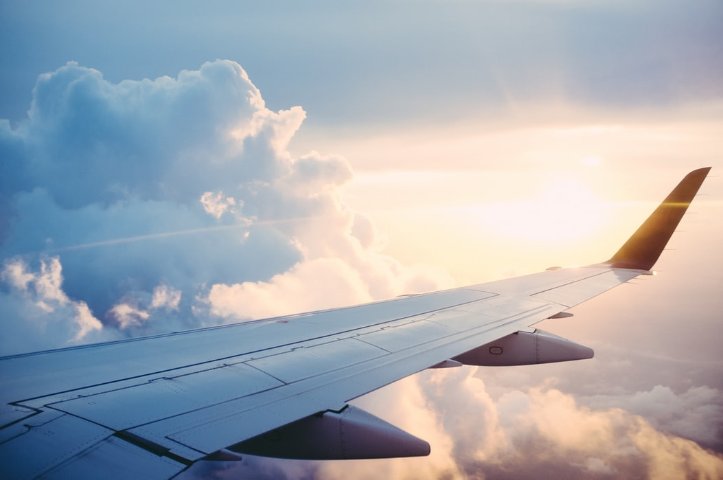 Loty podczas epidemii, czyli dlaczego na polskim niebie wciąż można zobaczyć samoloty?